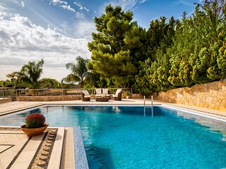 Angels villa, 2 houses, 60sqm pool, huge grounds, close to beaches & amenities
