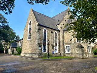 RARE Church ⛪️ Converted 1-Bed Apartment in London