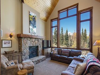 Luxury Home Across from Purg - Great Views, Deck/Fire Pit/Shuffleboard/BBQ/