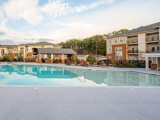 Viagem Premium 2BR with Pool, Balcony and Gym
