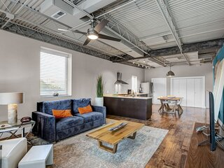 West Friendly Stylish 1BR Condo in the Heart of the City