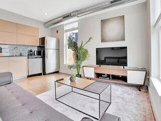 Beautiful & Bright 1BR In Old City