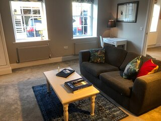 Central Shaftesbury apartment with private parking