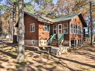 Cottage 8 - Hiller's Pine Haven - Overlooking our beach!
