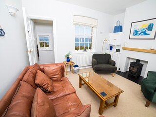 Spinnakers, Fort Victoria   great sea views, idyllic location, beach and woods