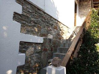 Petrino 1880 stone house