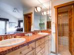 Powderhorn Master Bath Breckenridge Ski-in/Ski-Out Condo Rentals