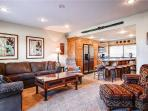 RACQUET CLUB 60: Lovely Townhome!