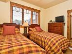 Emerald Lodge Twin Bedroom -5106