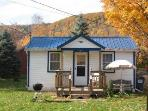 Catskill Bungalow, Cozy Getaway Cabin for up to 3