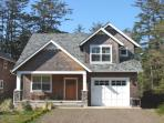 SANDPIPER~Beautiful family style home with outdoor fire pit!