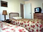 1st bedroom , 2 twin beds
