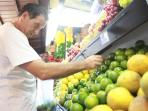 KITCHEN & FOOD: Master chef Carlos is picking the fruits and vegetables