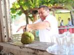 BEACHES: The art to prepare a coconut