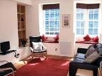 Open plan sittingroom / kitchen. Window seats overlooking Royal Mile