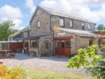 BRANT VIEW, character holiday cottage, with a garden in Sedbergh, Ref 1292