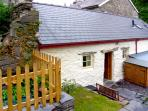 BWTHYN-Y-PAIR, character holiday cottage, with a garden in Betws-Y-Coed, Ref 2590