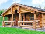 CEDAR LOG CABIN, BRYNALLT COUNTRY PARK, pet friendly, country holiday cottage, with a garden in Welsh Frankton, Ref 3623