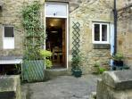 COSY NOOK, character holiday cottage, with a garden in Alnwick, Ref 1522