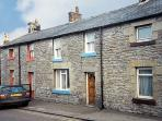 FISHERMAN'S COTTAGE, pet friendly, character holiday cottage in Seahouses, Ref 207