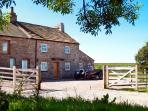 LOWER CROASDALE FARMHOUSE, pet friendly, character holiday cottage, with a garden, in Fourstones Near Bentham, Ref 1889