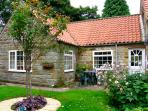 THROSTLE NEST COTTAGE, country holiday cottage, with a garden in Sleights Near Whitby, Ref 2628