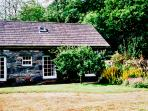 ROYAL OAK FARM COTTAGE, character holiday cottage, with a garden in Betws-Y-Coed, Ref 1152