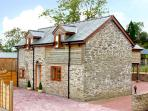 THE OLD BARN, family friendly, luxury holiday cottage, with hot tub in Bishops C