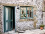 THE SHAVINGS, pet friendly, country holiday cottage, with a garden in Buxton, Ref 2942