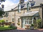 TOWNFOOT COTTAGE, family friendly, character holiday cottage, with a garden in E