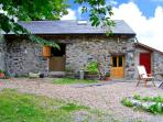 THE SHIPPON, pet friendly, character holiday cottage, with a garden in Conwy, Ref 1390