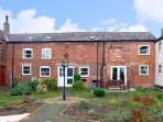 THE DAIRY, family friendly, character holiday cottage, with a garden in Rossett,