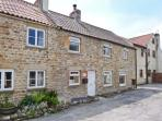 DAIRY COTTAGE, pet friendly, character holiday cottage, with a garden in Masham, Ref 1068
