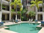 Pool, private access to the beach