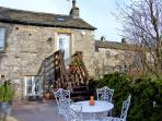 LOTTIE'S LOFT, pet friendly, luxury holiday cottage, with a garden in Grassington, Ref 2832
