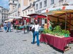 5 minutes walk: the Freyung square: Bio-farmer's market every week