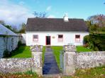 MICKEY'S COTTAGE, pet friendly, with a garden in Kinvara, County Galway, Ref