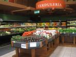 AutoMercado Supermarket in Coco, Modern grocery, good selection of fresh fish, vegetables and fruit