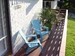 Enjoy your peacful deck and and yard while being close to downtown Austin