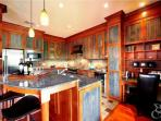 Kitchen with breakfast counter (633)