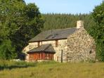 Bron-Nant Holiday Cottage with Fire, Pool & Views