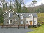 TYN LLWYN, pet friendly, country holiday cottage, with a garden in Eisinrug, Ref 3827
