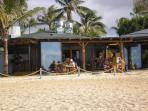 Beachfront Drinks & Dining!