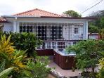 Pineapple Cottage, 2 Bed/ 2 Baths ensuite. Cook/Hsekeeper Airport transf...7 nights . Private, gated