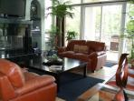 Comfortable Living Room with FirePlace, Large Flat Screen & Incredible View of The Lake