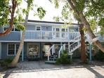 Huge 2 bedroom+Den Sleeps7 poolclub stps to Beach