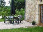 Outdoor dining with barbecue Le Pommier