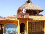 Casa Las Conchas:Beautiful & Romantic 2 bedrm home