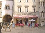 A cute caté inside the pedestrian area of Semur-en-Auxois (10 minutes\' walk from the house).