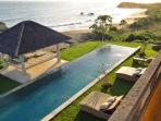 Villa Sunset 6BR presents a 17 x 4 m infinity lap pool and two bale pavilions for relaxing or dining